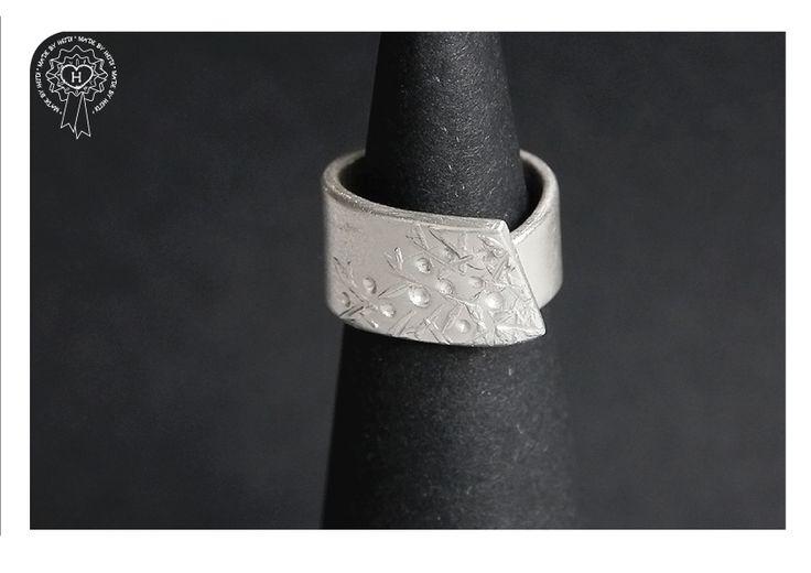 Kide-sormus hopeasavi / Kide ring, silver clay