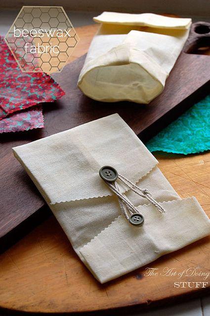 beeswax-fabric-1 by The Art of Doing Stuff, via Flickr coton enduit de cire d'abeille
