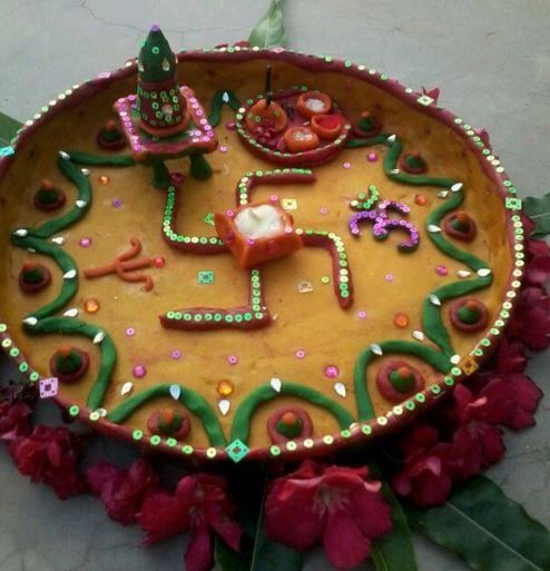 17 best images about pooja ki thali and aarti ki thali on for Aarti thali decoration with flowers
