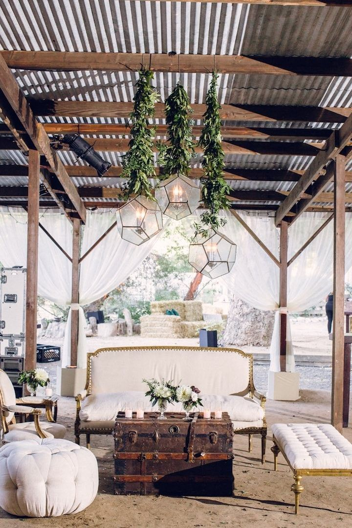 elegant chic wedding reception; photo: Braedon Flynn