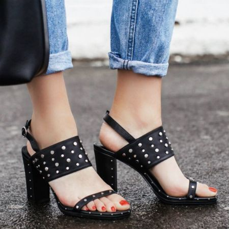 Don't forget to paint your nails when you wear open-toed heels like these!