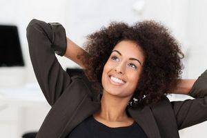 Le sourire, en plus d'être un antistress naturel, participe formidablement au lien social. Lorsque vous souriez sincèrement aux gens, bien souvent, ils vous rendent votre sourire. Et c'est tellement bon pour le moral d'être entouré de gens souriants !