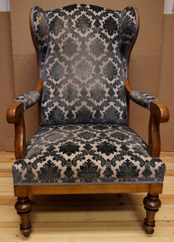 Biedermeier Ohrenbacken - Sessel  Epoche : Biedermeier Holzart : Kirsche Maße : Höhe 111 cm, Breite 62 cm, Tiefe 78 cm Kennung : Nr. 402