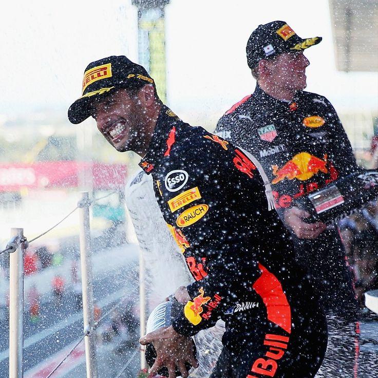 """Red Bull Racing op Twitter: """"Hitting form!  #JapaneseGP 日本のみんなありがとう!素晴らしい時間と、トロフィーを手に入れることができたよ。来年また会おう! @redbulljapan #F1jp https://t.co/3M5PMIO23f"""""""