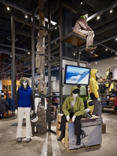 mannequins in action