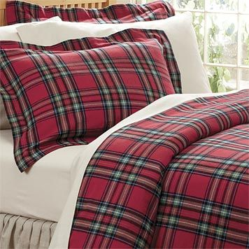 This cheerful duvet cover of tartan flannel will add cozy warmth to your winter bedding.