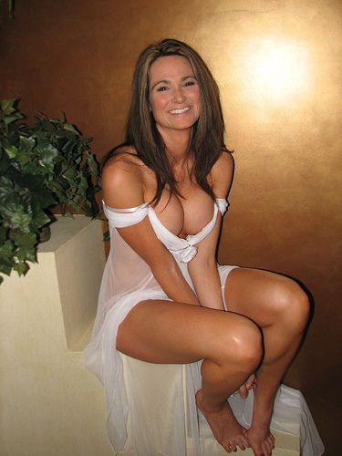 Gorgeous Milf Pictures 35