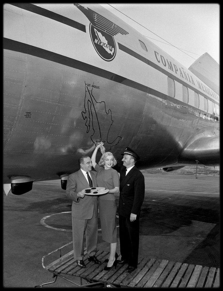 """2 Décembre 1950 / Marilyn est invitée à inaugurer, en compagnie du Consul Mexicain Salvador DUHART et du Capitaine Roberto PINI, le premier avion de la compagnie """"Mexican airlines"""", qui marque le premier vol direct Los Angeles / Mexico en 5 heures."""