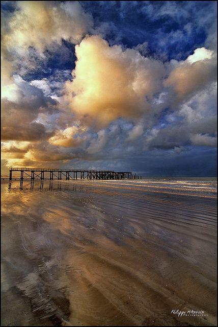 Vendée sunset, St-Jean, Pays de la Loire, Frankreich. Da würd ich jetzt auch lieber sein....