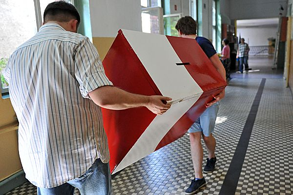 Grupa wrocławian planuje referendum ws. przyszłych inwestycji. Przygotowano już część pytań http://wiadomosci.wp.pl/kat,1019397,title,Grupa-wroclawian-planuje-referendum-ws-przyszlych-inwestycji-Przygotowano-juz-czesc-pytan,wid,17285636,wiadomosc.html?ticaid=114670