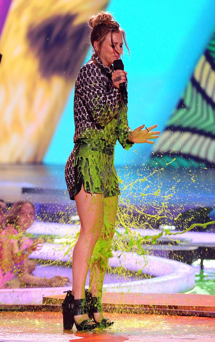 Kaley Cuoco Slimed ►KCAs 2011