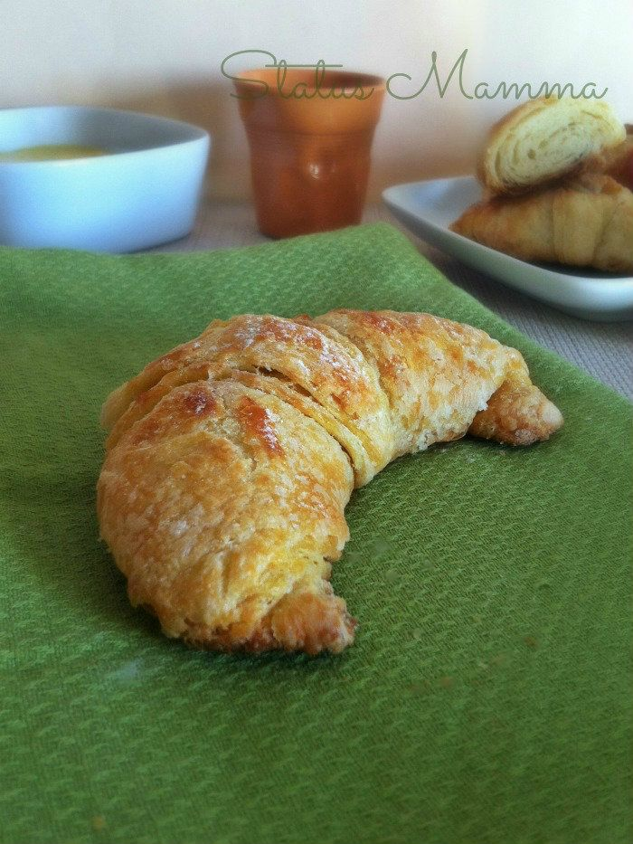 Croissant dolci lievitati con lievito madre http://blog.giallozafferano.it/statusmamma/croissant-sfogliati-con-lievito-madre/