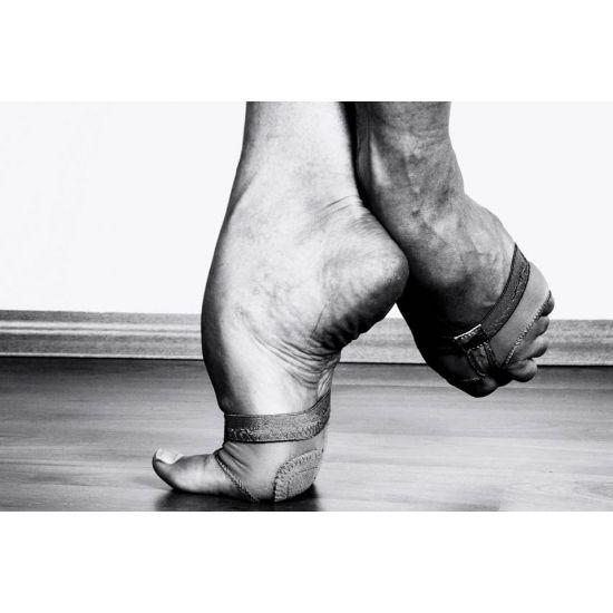 Pieds de danseur contemporain par Cleomiu  Such amazing arches