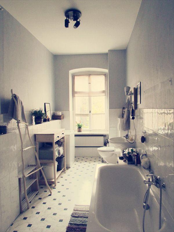Narrow bathroom ... how to do ... Reader's home - Luisa's flat in Germany - desire to inspire - desiretoinspire.net