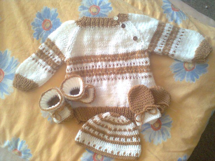 Souprava pro novorozeně - vlna Batole (bílá) a Ája (hnědá)  Set for newborn  - Yarns Batole (white) and Ája (brown)