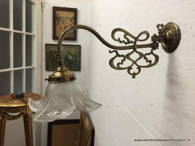 Oggettistica d`epoca - Lampadari e lampade - Antica applique direzionale Antica applique in rame ottonato - Immagine n°1