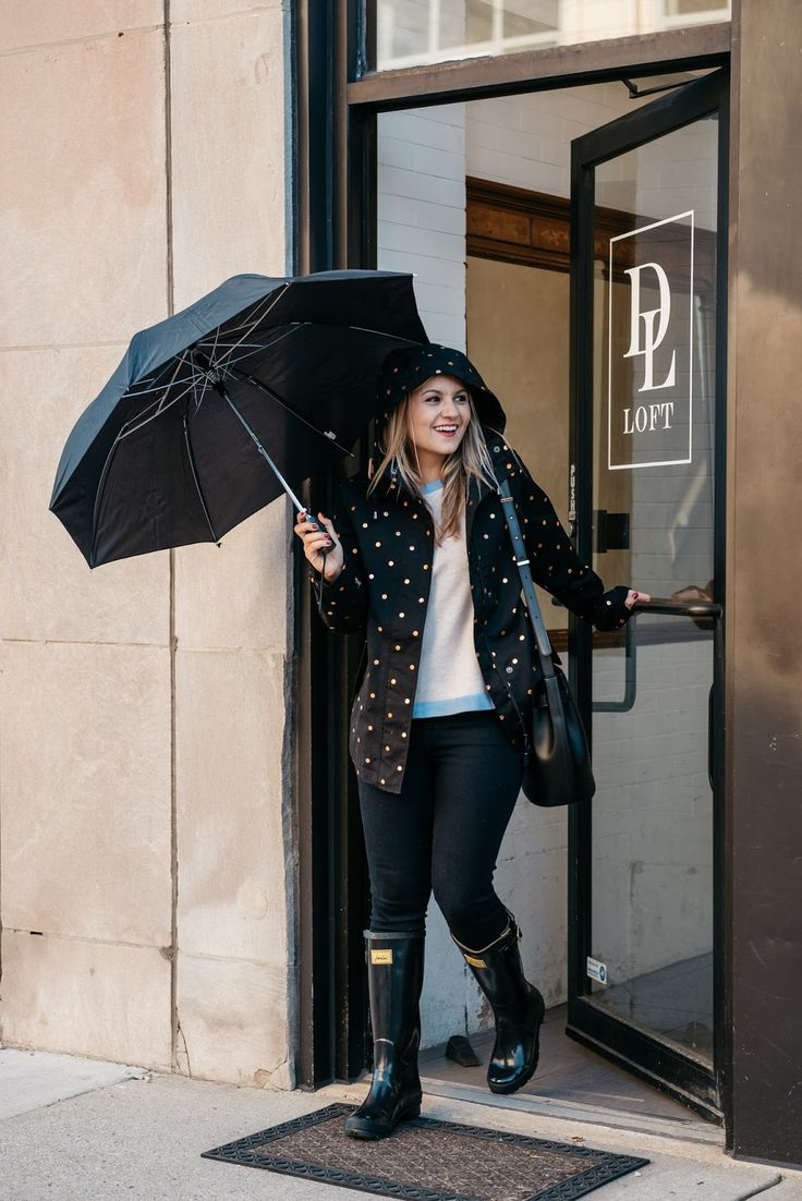 Coat: c/o Joules | Sweater: c/o Sail to Sable | Jeans: J Brand | Bag: c/o Cuyana | Boots: c/o Joules | Umbrella: similar Happy Wednesday before Thanksgiving!! I hope all of you are excited for the holiday! I, for one, can't wait to cook with my mom and snuggle up at home with the...