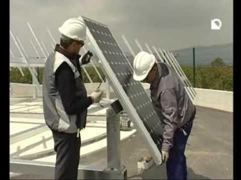Montaje de paneles solares con seguidor a 2 ejes #fotovoltaica #paneles #solar #instalación Otro ejemplo de montaje de paneles solares con seguidor solar a dos ejes. En este caso es un generador independiente, con un tipo de estructura que no precisa cimentación.