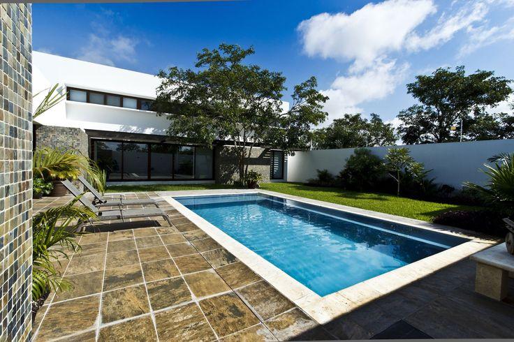 Современный дизайн бассейна в загородном доме - Фото 10