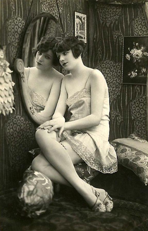 vintage boudoir portrait