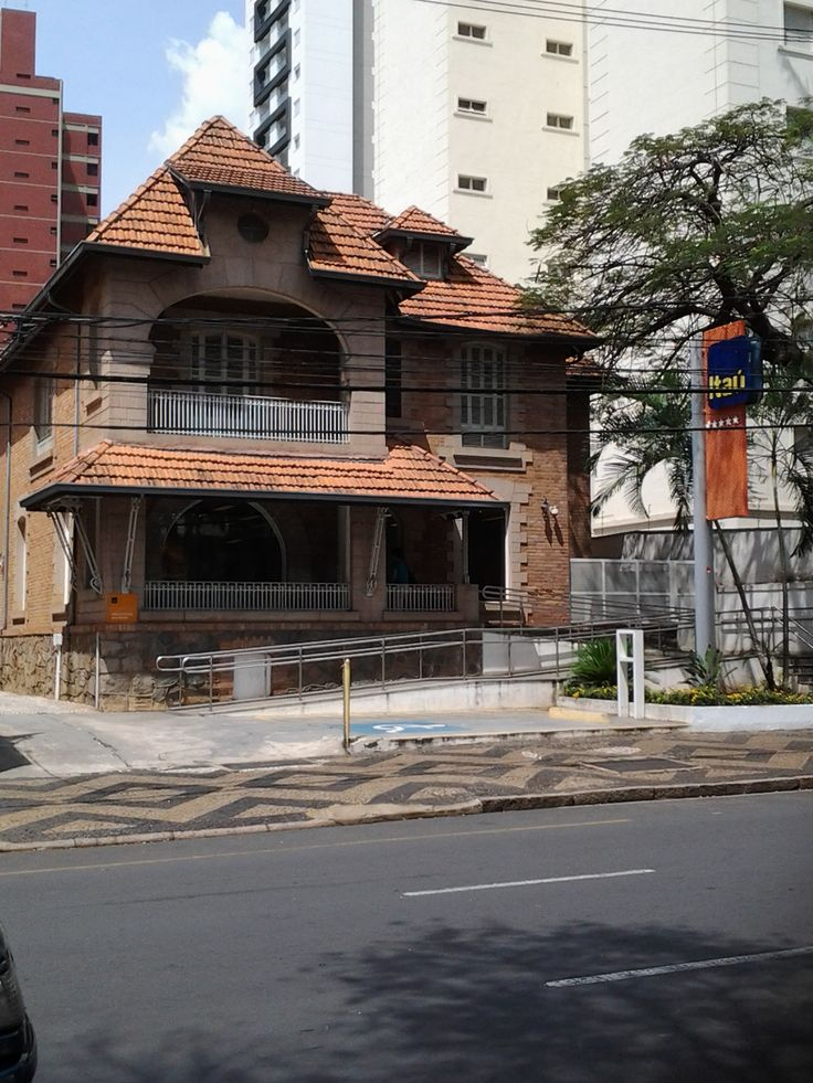 """Life in Brazil - this Itaú branch is another of the converted houses. Just 2 buildings down the street is the Itaú Personnalité bank. So, this branch is for the """"regular"""" folks.   #Itau"""