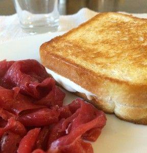 #Toast in #padella, con #carnesalada. La #ricetta qui: http://www.lachiaraduovo.it/toast-in-padella/