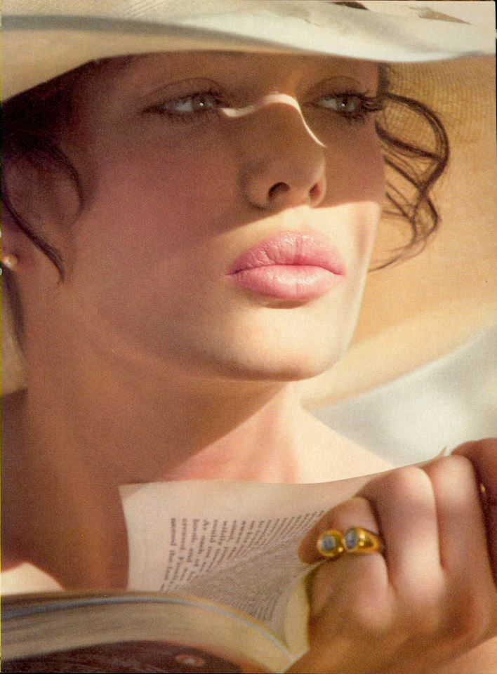 a-state-of-bliss:  Vogue US April 1982 - Kelly LeBrock by Hiro