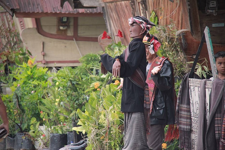 The Sigale-gale wooden puppet dance is an ancient traditional art of the people of Samosir Island. Combining vibrant music, well synchronized movement from the puppeteer, and a bit of mystical nuances, the Sigale-gale dance is simply fascinating.