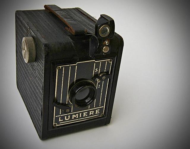 12 best lumiere images on pinterest vintage cameras reflex camera and 120 film. Black Bedroom Furniture Sets. Home Design Ideas