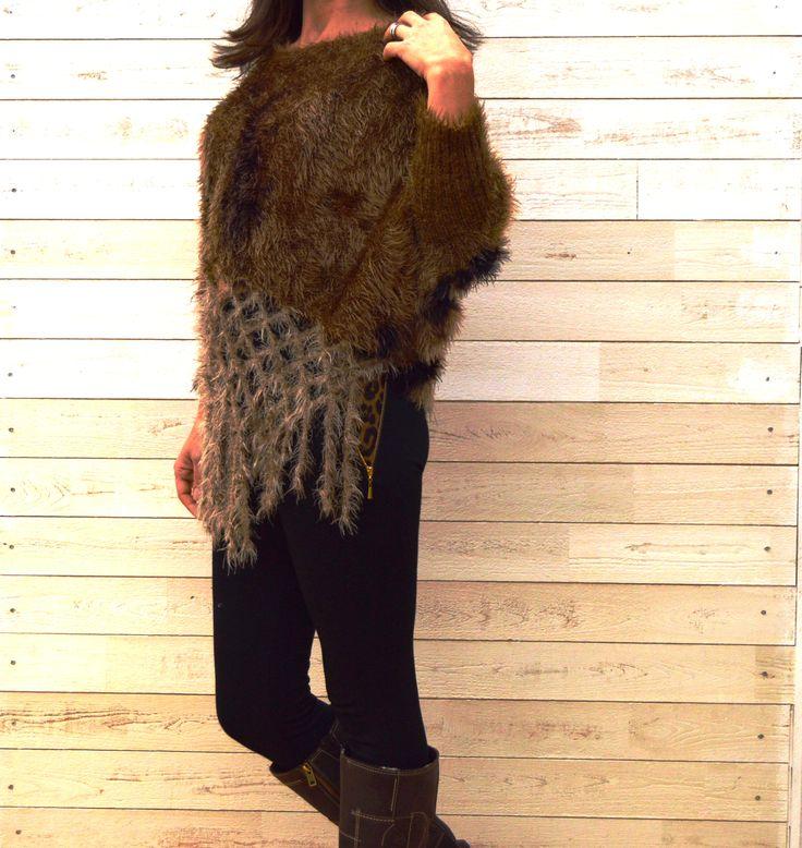 Camisola felpuda em tons de castanho/camel macia e super confortável