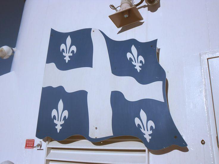Drapeau du Québec sur le bac Québec-Lévis Quebec flag Je me souviens…