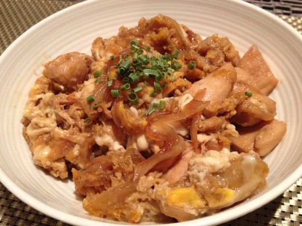 Oyako-don Chicken And Egg Rice Bowl) Recipe - Japanese - I substituted chicken broth for the dashi and white wine for the mirin. Super easy and very yummy!