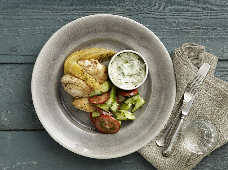 Græsk kylling med tzatziki og tomatsalat