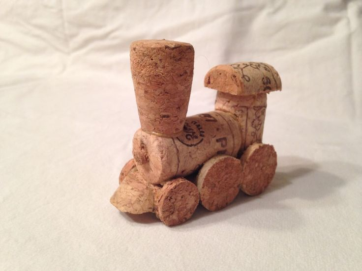 Model wine cork train handmade diy christmas cork and for Crafts to make with wine corks