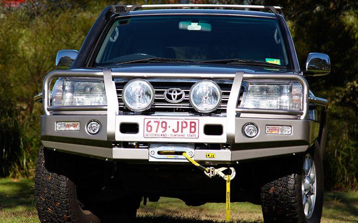 Toyota 100 Series Landcruiser (IFS) Outback Deluxe Bull Bar Steel   TJM Australia   4x4 Accessories