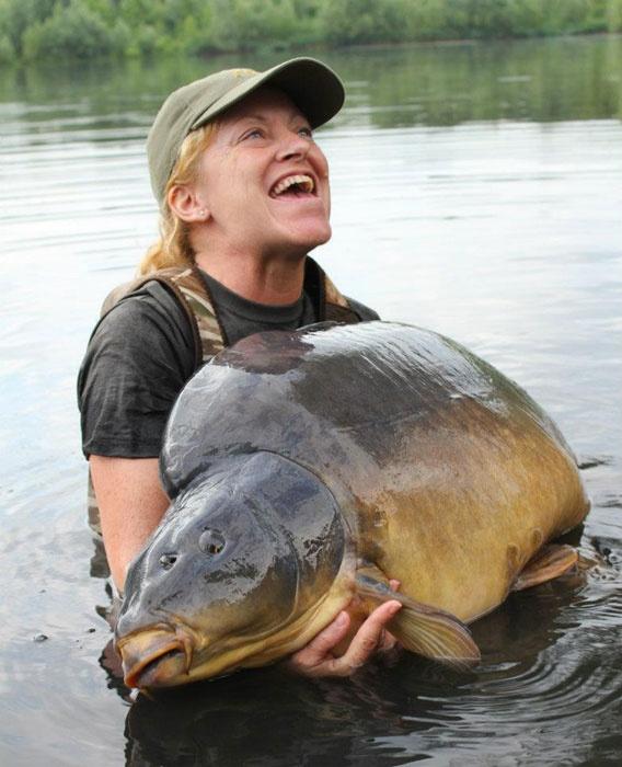 Record mondial féminin à l'étang du Héron : Carpe de 35,8 kilos
