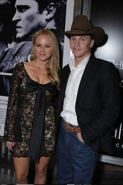 Jewel Kilcher and Ty Murray at an event for We Own the Night (2007) http://www.movpins.com/dHQwNDk4Mzk5/we-own-the-night-(2007)/still-2624559872