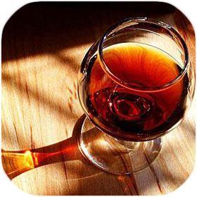 Hibernum è il miglior vino italiano che è molto utile per prevenire il cancro, per la bella (sana) pelle, di respirare facile, per proteggere il vostro cuore, per le quaranta strizzatine d'occhio e prevenire la carie, ecc