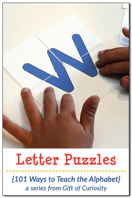 Le lettere puzzle - Free printable Letter Puzzles. What a great tool to help young children learn their letters while at the same time building their spatial awareness skills. I need to try these with my kids! || Gift of Curiosity