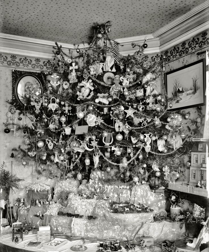 1920s. Amazing Putz village below the tree. Don't even get me started on the ceiling paper. Charming.