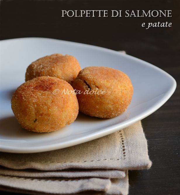 Polpette di salmone e patate, ricetta secondi Lepolpette di salmone e patatecostituiscono un secondo piatto di pesce sfizioso molto semplice da preparare