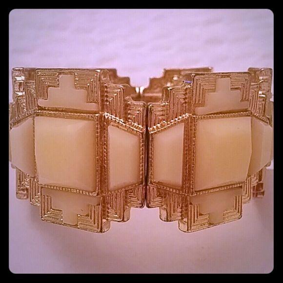Aztec Stye Bracelet Crean/Gold Aztec colored classy bracelet Apricot Lane Boutique Jewelry Bracelets