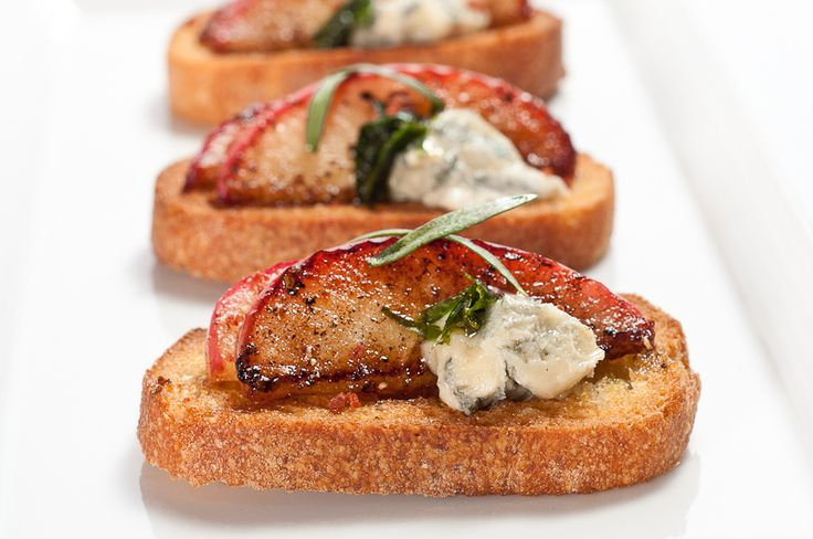 Caramelized Apple and Blue Cheese Crostini – Recipe