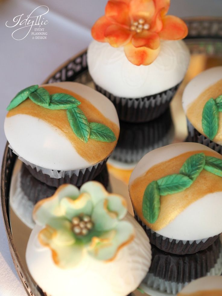 cupcakes pastrand tema evenimentului / candy bar personalizat / productie si design by Idyllic Events