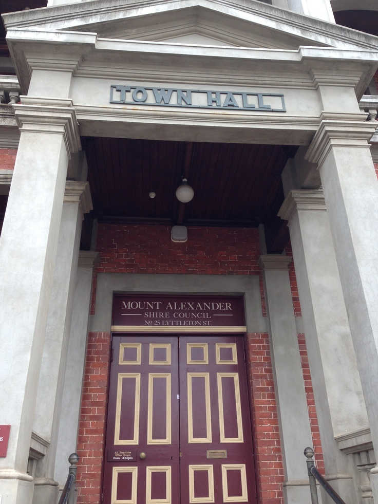 Castlemaine Townhall entrance