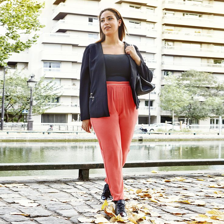 So stylen modische Frauen ihr Business-Outfit