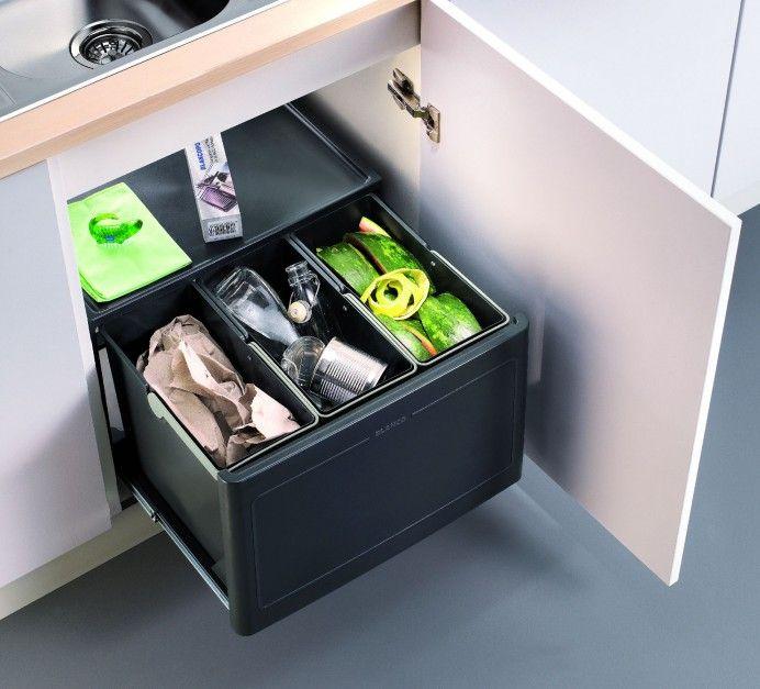 Segregacja w szafkach: http://www.eco-market.pl/pl/p/Wysuwany-kosz-do-segregacji-odpadow-A34172-34/1167