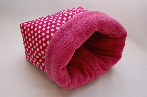 cosy cuddle sack / sleeping bag for guinea pigs - XXL (points on pink ...