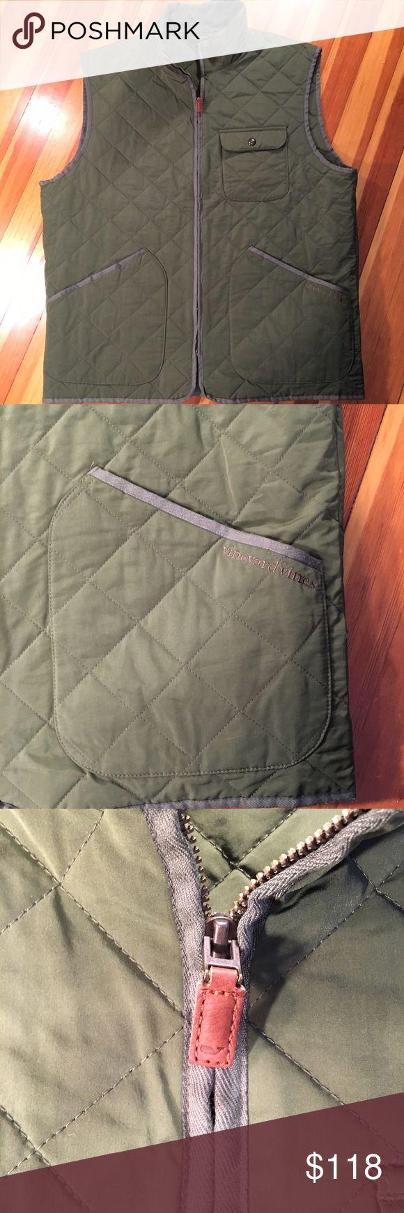 Vineyard Vines Quilted Vest Men's large Vineyard Vines Quilted Vest in fantastic pre-loved condition. Vineyard Vines Jackets & Coats Vests