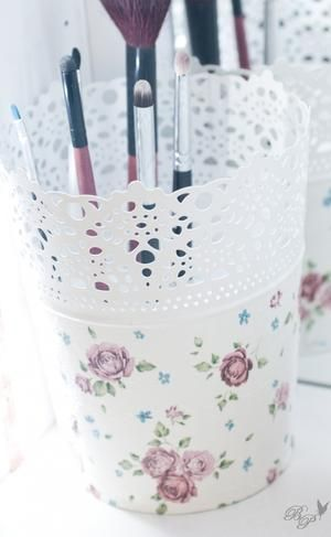 Schöne Idee für Serviettentechnik mit einem Blumentopf von Ikea